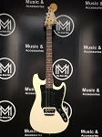 (USED) 1977 Fender Musicmaster Electric Guitar w/OHSC