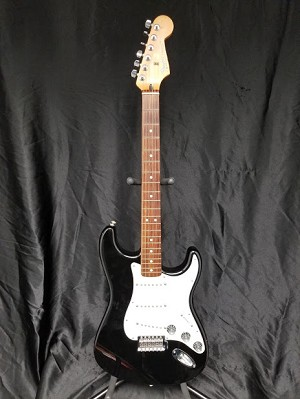 (USED) Fender MIM Standard Series Stratocaster Electric Guitar, Black